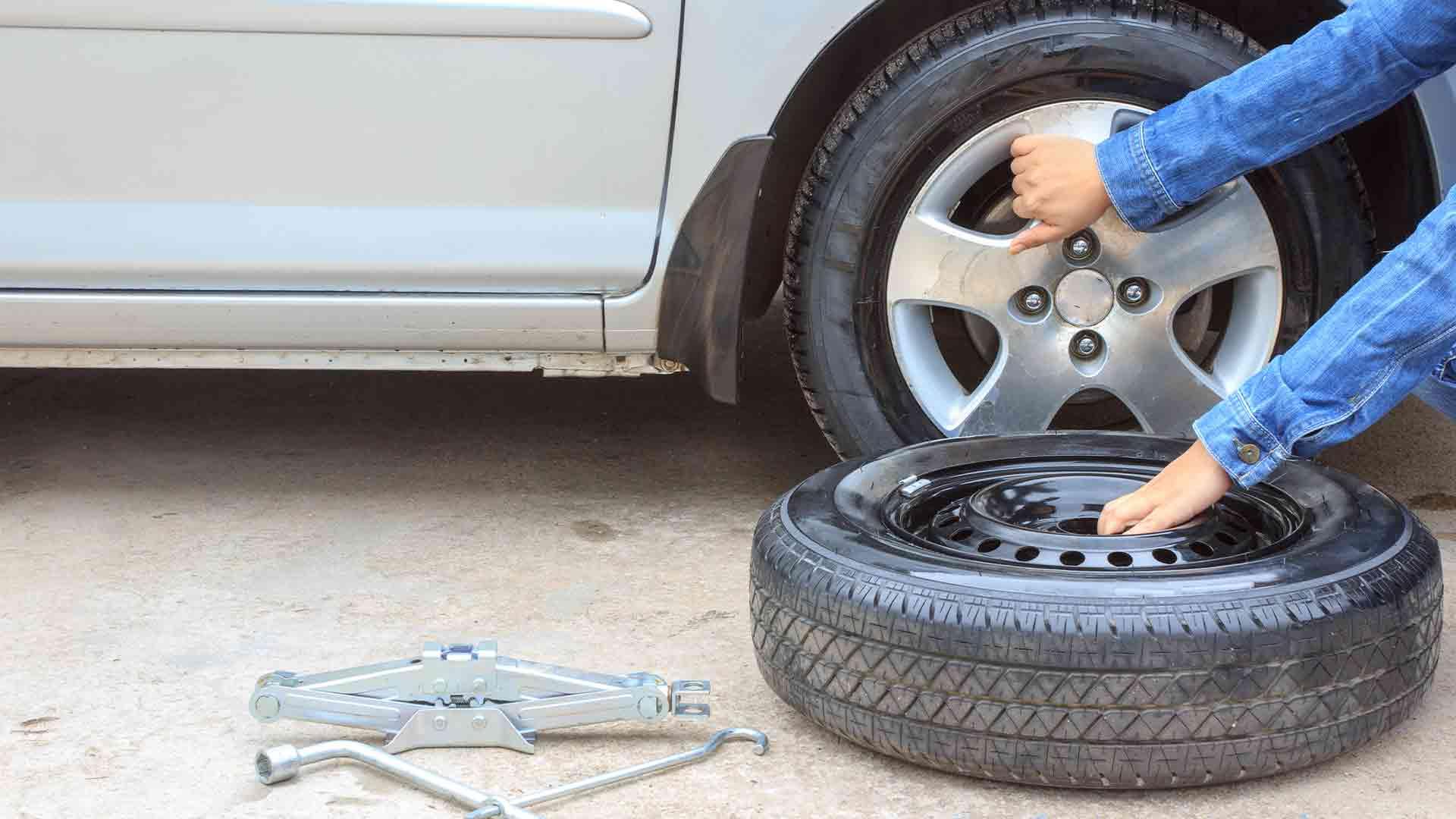 Då ska du byta däck, betala skatt och besiktiga din bil?