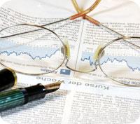 En aktiv småsparare betalar mellan 700 och 10 350 kronor per år för sina aktieaffärer beroende på bank