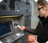 Samma bank/betalkort hemma som borta – bra eller dåligt?